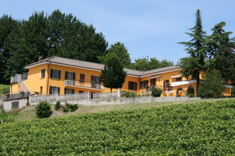 Vingården Cascina Castagna i Piemonte, Italia