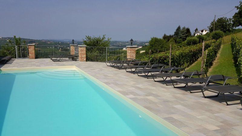 Swimmingpool Cascina Castagna Piedmont Italy